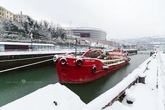 Punta Lucero (Juan Ig. Llana) Tags: bilbao euskadi españa es barco barcaza rojo retroexcavadora nieve nevada invierno museomarítimo muelle esclusa estadio sanmamés agua zb irix15mmexplore