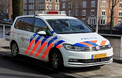 Dutch Police Volkswagen Touran Patrol Car (PFB-999) Tags: politie dutch police volkswagen touran mpv response patrol car vehicle unit lightbar grilles leds kb177r amsterdam netherlands holland