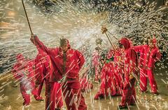 correfoc (Josep M.Toset) Tags: baixcamp catalunya correfoc ball balldediables d800 festes festa·major foc josepmtoset seguicifestiu colla nikon joc espectacle carretilles pirotècnia nikon·24·120