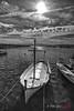 (144/18) La barca (Pablo Arias) Tags: pabloarias photoshop photomatix capturenxd españa cielo nubes arquitectura bote barca mar agua mediterráneo bn blancoynegro monocromático puerto fornells menorca
