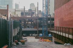 Construction on 20th Street - March 19, 2018 - 9H30 (phillyfamily) Tags: fujifilmxtra400 mars2018 philadelphia philadelphie argentique chantier digitization film numérisation