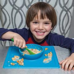 Interview : Autisme et troubles de l'alimentation, l'approche d'une experte (HopToys) Tags: de nombreux enfants avec autisme présentent des troubles l'alimentation pour comprendre les enjeux et problématiques nous avons interrogé marie ruffierbourdet ergothérapeute sur dijon en cabinet libéral cette experte développé une approche évaluation globale difficultés autour du repas un accompagnement ditesnous plus vous… je reçois …