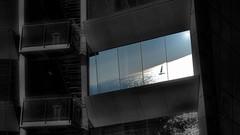 Blanco y Negro - Color 20 (jburzuri) Tags: hotelwbarcelona barcelona catalunya ventana reflejo blanconegrocolor