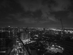 City View In B&W | Bangkok (DANIEL_CCN) Tags: olympus omd em5ii panasonic leica 15mm f17 travel bangkok snap photography sky landscape bw