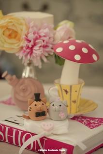 Handmade cat, kitty bride and groom MochiEgg wedding cake topper, pets wedding cake decoration ideas