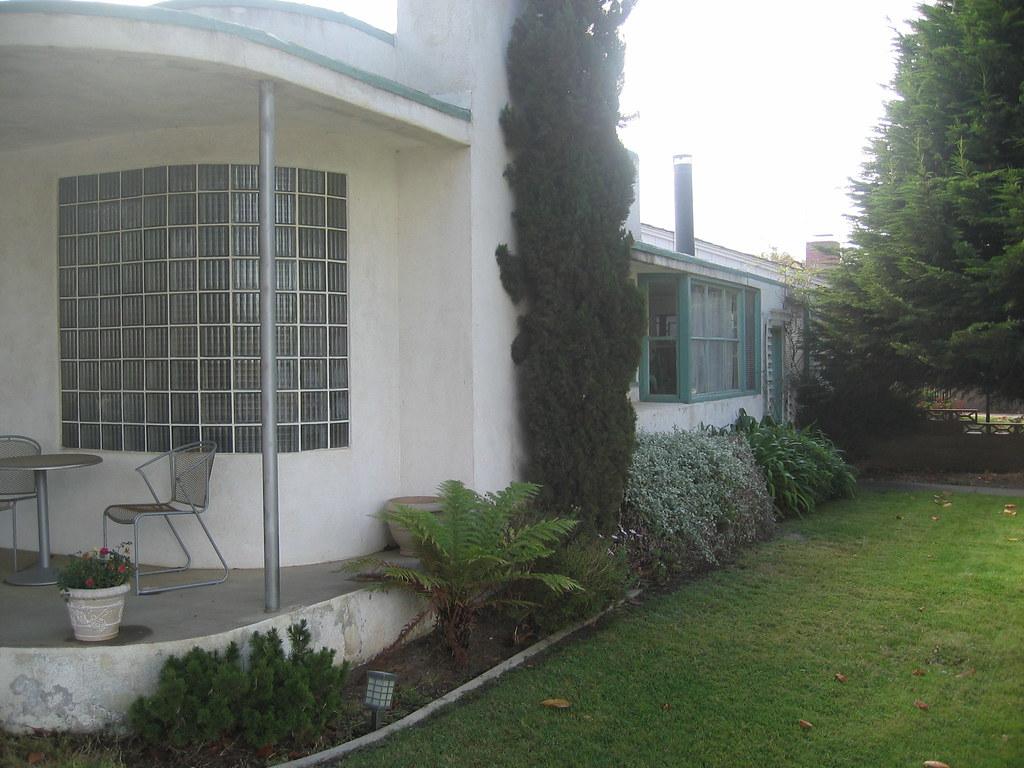 Moderne Streamline - Front View