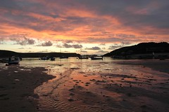 DSC_2477.JPG (oneri) Tags: sunset sea sky water reflections boats pair sunsets beaches scilly tresco bryher islesofscilly scillys abigfave 2pair