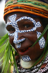 Papua New Guinea - Lafforgue (Eric Lafforgue) Tags: pictures people photo highlands pacific picture tribal papou  tribe papuanewguinea ethnic tribo indigenous singsing papu ethnology tribu oceania   niugini 2935 papuaneuguinea lafforgue papuanuovaguinea  guin papuan papouasie papouasienouvelleguine mthagen mounthagen mounthagenshow melanesian papoeanieuwguinea papanuevaguine papuanyaguinea    papanuevaguinea   paapuauusguinea papuanovaguin papuanovguinea   papuanowagwinea papuanyguinea    papusianova bienvenuedansmatribu