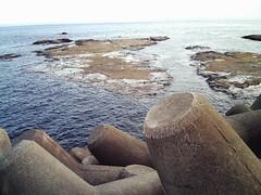海のテトラポッドは