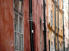 (Sameli) Tags: street old windows red wallpaper black streets color building window colors lines yellow wall buildings sweden stockholm pale line walls rakennus