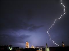 Relmpago sobre Morelia (Arantxata) Tags: storm mxico night noche morelia noflash septiembre tormenta michoacn ph507 rayo relmpago lightstorm