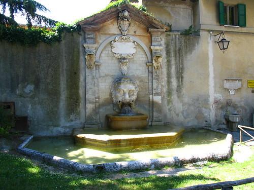 giornata trekking urbano spoleto fontana mascherone
