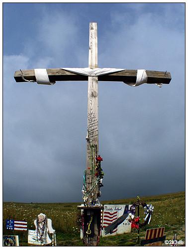 由世貿大樓的鋼骨鑄成的十字架