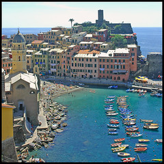 Beautiful Vernazza (buteijn) Tags: italien vacation italy beach topv111 strand wow boats vakantie topv333 italia liguria topv222 genova terre cinqueterre vernazza italie beatiful cinque 5terre ligurie fivelands a1f1 p1f1