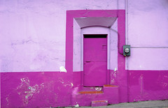 Purple (Jesus Guzman-Moya) Tags: door mxico club wow mexico puerta purple cordoba veracruz babel 1on1 thecontinuum sonycybershotdscr1 chuchogm newphotographer originalcomentario 51club jessguzmnmoya borderingperception