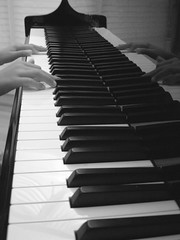 Melanie. (anita gt) Tags: bw hands piano manos bn totalexposure
