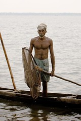 The Fisherman of Vembenad (halfgeek) Tags: travel india lake fishing culture kerala badge backwaters occupation kumarakom vembenadlake lakevembenad abigfave pleasantlytilted
