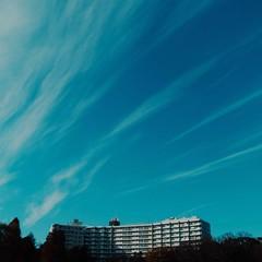Long cirrus clouds (central-hi) Tags: iphone dxoone lightboxr blue sky cloud sunny