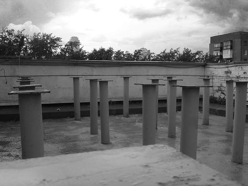Плантация труб на крыше ТЦ Пикник ©  ayampolsky