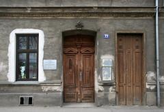 Die Linzer Straße 75 in Penzing (Wolfgang Bazer) Tags: linzer strase penzing wien vienna österreich austria haustür frontdoor fenster window