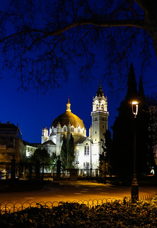 Church from the park  / Iglesia desde el parque