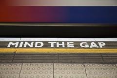 London (Rolandito.) Tags: europe europa uk gb great britain united kingdom london england subway underground tube mind gap