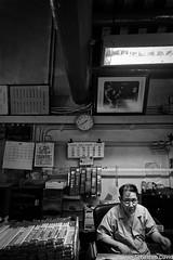 Hong-Kong (jeansebd) Tags: publication hongkong commerce culte candidesetrue smugmug chine webgalleries noiretblanc bw believing blackandwhite business candids china croyance cult gens marché market nb people portraits religion road street