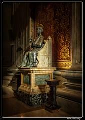 Roma_Vatidcan_Basilica di San Pietro in Vaticano_Arnolfo di Cambio_The bronze statue of Saint Peter holding the keys of heaven (ferdahejl) Tags: roma vatidcan basilicadisanpietroinvaticano michelangelo pieta arnolfodicambio bronzestatue saintpeter dslr canoneos800d
