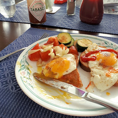 20180315_123937 (f8shutterbug) Tags: idb cellphone lunch eggs toast food 106118in2018 letsdolunchbrunch onions zucchini tomatoes