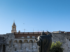 Plane, statue, clothes, bird, tower, walls... (LukaBoban) Tags: city objects crowded sky statue tower symbol split croatia canon powershot g15