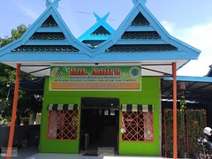 Indonesia-Flores Maumere Restaurant 20171204_090407 LG (CanadaGood) Tags: asia asean seasia indonesia nusatenggara eastnusatenggara nusatenggaratimur sundaislands flores maumere building restaurant canadagood 2017 thisdecade color colour green blue cameraphone indonesian architecture