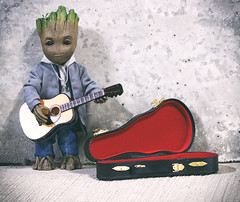 Groot The Busker (jezbags) Tags: groot busker guitar acoustic marvel marvelstudios guardiansofthegalaxy avengers infinitywar macro macrophotography macrodreams canon canon80d 80d 100mm iamgroot hottoys sideshow