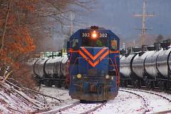 EMD GP40 in a fresh spring snowfall. (cheliman) Tags: emd gp40 locomotive diesel alleghenyrailroad buffalopittsburgh bp ar train warren pa springsnow