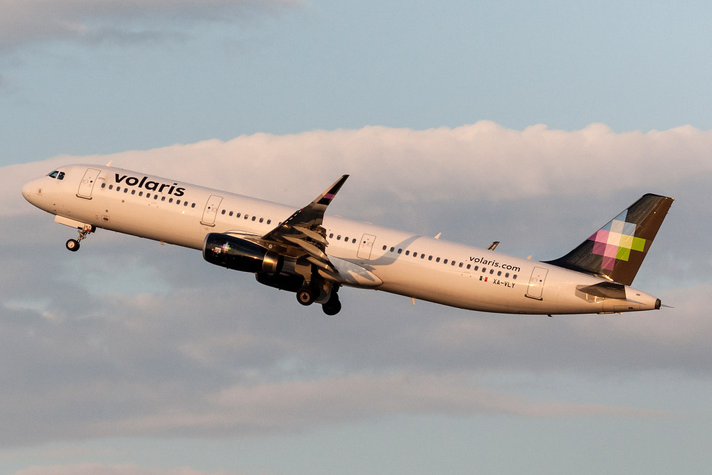 The World's Best Photos of a321 and voi - Flickr Hive Mind