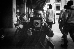 portrait of a street photographer  #431 (lynnb's snaps) Tags: film streetphotographer graflex sydney street australia blackandwhite bw bianconegro bianconero blackwhite biancoenero blancoynegro noiretblanc monochrome schwarzweis leicaiiic leicafilmphotography 2017 shallowdof ©copyrightlynnburdekinallrightsreserved rangefinder barnack