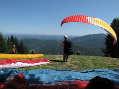 23/08/2013 décollage du Planot, commune de Herran 31160 (Dust.....) Tags: sitedeparapente sitedeparapentedarbas parapente voile voiles vollibre arbas herran 31160 comminges biplace gradient surfair paysage paysages nature landscape paisaje photoaérienne aerial paragliding lumiere nuage nuages photodepaysage freeflight