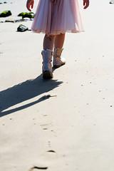 Floating (kceuppens) Tags: strand beach sand zand feet voeten foot voet shows boots laars laarzen boot footstep walking walk girl pink roze nikond810 nikon d810 nikkor70200f4vr nikkor 70200 linkeroever antwerpen antwerp