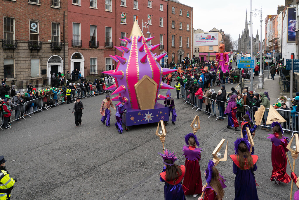 SPIKY TRIBE BY THE INISHOWEN CARNIVAL GROUP [DUBLIN PARADE 17 MARCH 2018]-137742