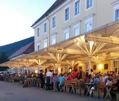 Biergarten (quer8) Tags: biergarten bier rast pause essen trinken schirme brauerei oberbayern bayern bavaria beer tegernsee kloster kirche