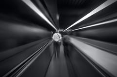 Vroom sur le tapis (claude_porignon) Tags: metro chatelet paris tapisroulant