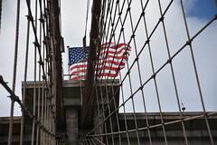 NY_Brooklyn_Bridge (frankpro) Tags: usa newyork ny bigapple manhattan brooklyn bridge brücke stars stripes flagge fahne gebäude bauwerk
