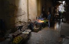 Fés - narrow alley (chrisbastian44) Tags: fés fes fez morocco féselbali market alley narrowalley vendor unesco worldheritage africa freshfruit nikon nikond850 d850 nikon1635 1635mm wideangle