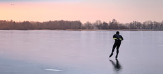 The lonely skater (B℮n) Tags: loenderveenseplas loenderveense plas loosdrechtse plassen oudloosdrecht horndijk noordholland nederland holland netherlands skating ice schaatsen noren viking 2018 3maart2018 koud temperatuur vorst zwart ijs glad ijspret winter dutch skaters freeze terranova natural cold speed gekte paradise surface lakes glide gliding adventure schaatsliefhebbers vaarverbod water brasem wide skate weather weer plezier fun oud jong weids icy train lonely skater 100faves topf100