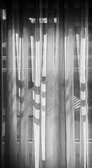 18-04-06 bw still gard text fenst dsc_0011-1 (u ki11 ulrich kracke) Tags: bw gardine horizontale linie muster textur vertikale welle