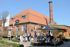 DSC_5423  Gutskaffee / Gutsküche an einem Sonntagnachmittag, Ausflugsziel für FahrradfahrerInnen an der Grenze zu Hamburg Duvenstedt / Tangstedt. (christoph_bellin) Tags: gutskaffee gutsküche sonntagnachmittag ausflugsziel fahrradfahrerinnen gut wulksfelde tangstedt grenze hamburg duvenstedt kanzleigut ökologischer landbau biohof