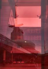 [Explore #167] Hafenwelten in Rot (Froschkönig Photos) Tags: hafenwelten rot bremerhaven spiegelung mirror ich me hotel atlantic hotelatlantic red 6000 a6000 a6k sonyalpha6000 ilce6000 selp18105g 2018 explore