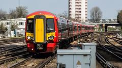 387215 (JOHN BRACE) Tags: 2015 bombardier derby built class 387 electrostar emu 387215 seen east croydon station gatwick express livery