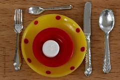 THREE PER DAY || DRIE MAAL DAAGS (Anne-Miek Bibbe) Tags: macromondays circles speelgoed toy spielzeug giocattoli juguetes bringuedos jouets canoneos700d canoneosrebelt5idslr annemiekbibbe bibbe nederland 2018 dollhouseservice poppenhuisservies fosinopril fosinoprilnatruim