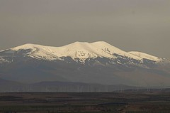 Moncayo, desde 65 km (Vonher) Tags: moncayo d7000 nikond7000 montaña monte zaragozaespaña nieve nevado