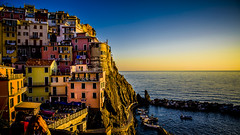 Manarola em amarillo, Cinque Terre (pepoexpress - A few million thanks!) Tags: nikon nikkor d750 nikond750 nikond75024120f4 24120mmafs pepoexpress copyright allrightsreserved manarola cinqueterre italy sunrise puestadesol water sea seascape architecturesky architecture skyline waterscape landscape